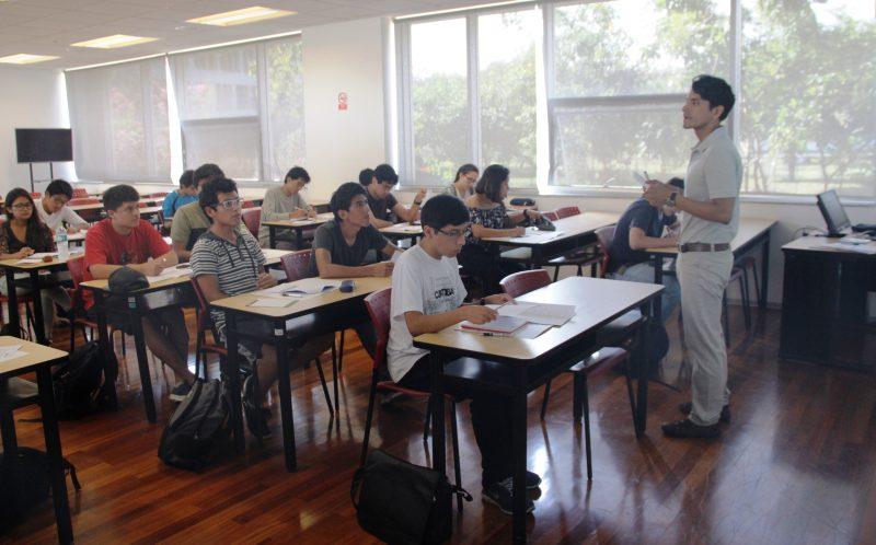 Nicola Tarque Ruiz, docente del departamento de Ingeniería que estuvo a cargo del grupo de ciencias.